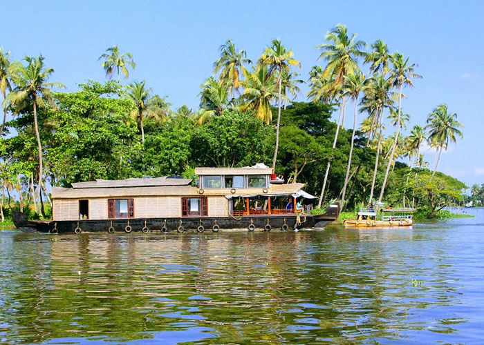 Experience Alleppey with UnCrushedLeaves